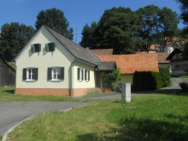 Former farmhouse for sale near Kapfenstein