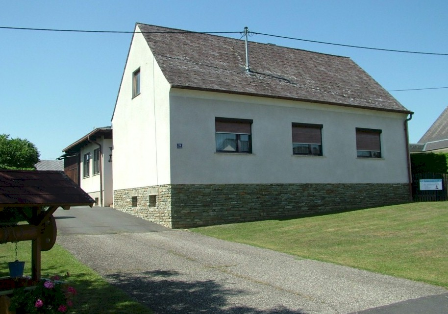 Former farm and outbuildings for sale near Güssing